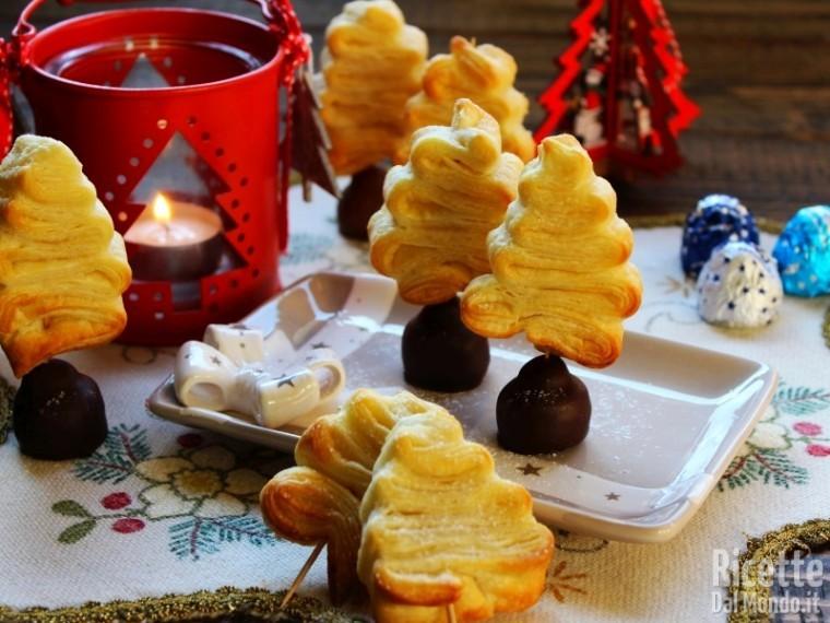 Dolci Natalizi Coreografici.Alberi Di Natale Di Pasta Sfoglia Dolci Ricettedalmondo