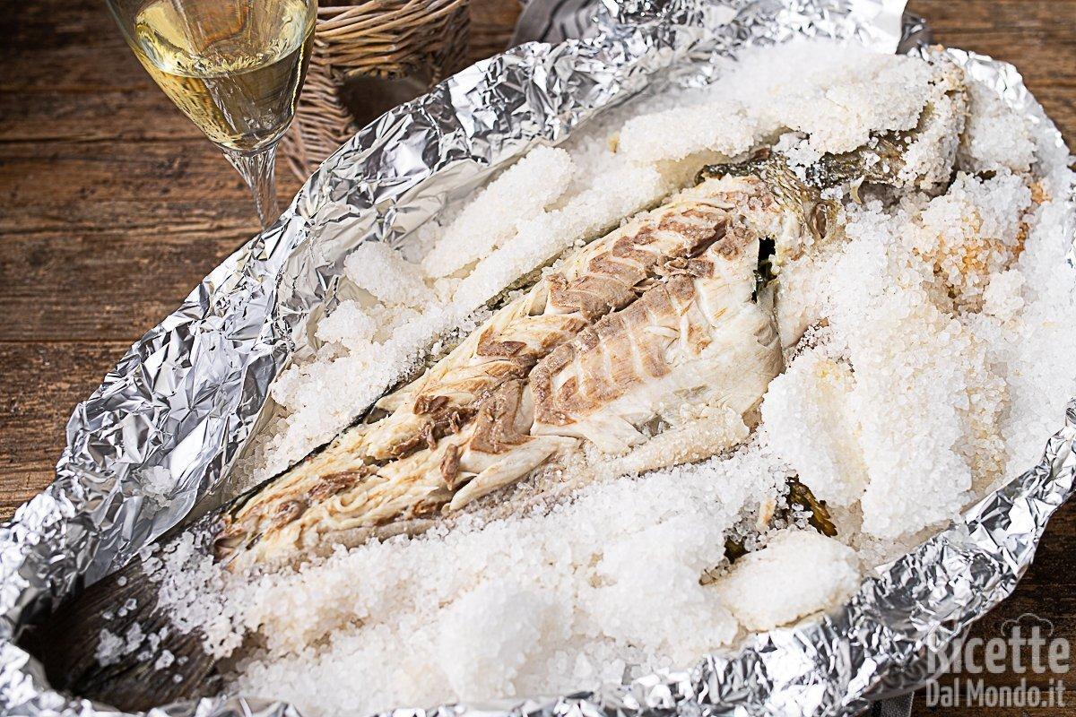 Ricette Pesce Orata Al Forno Sotto Sale.Branzino O Spigola Al Sale Ricette Secondi Piatti
