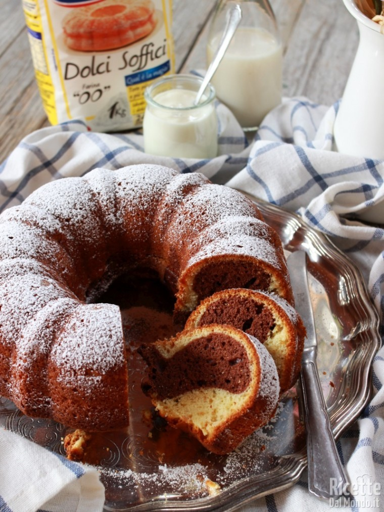 Come fare la ciambella bicolore allo yogurt