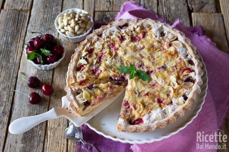 Crostata con crema frangipane e frutti rossi