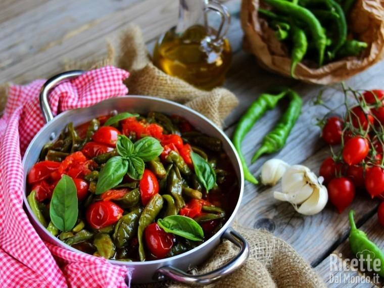 Friggitelli Con Pomodorini Freschi Ricettedalmondo It