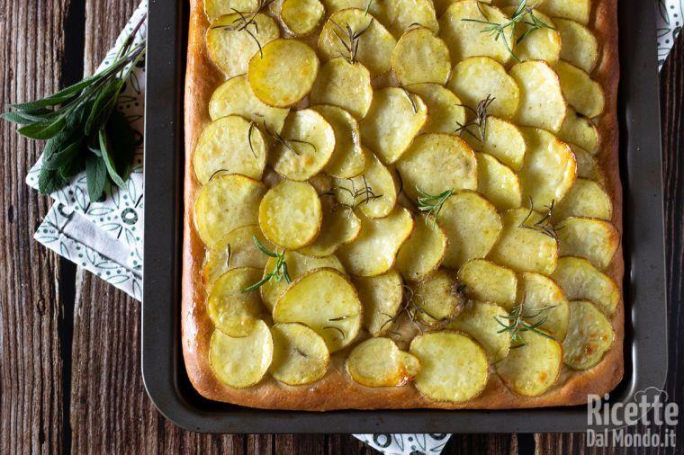 Focaccia con le patate, morbida e saporita