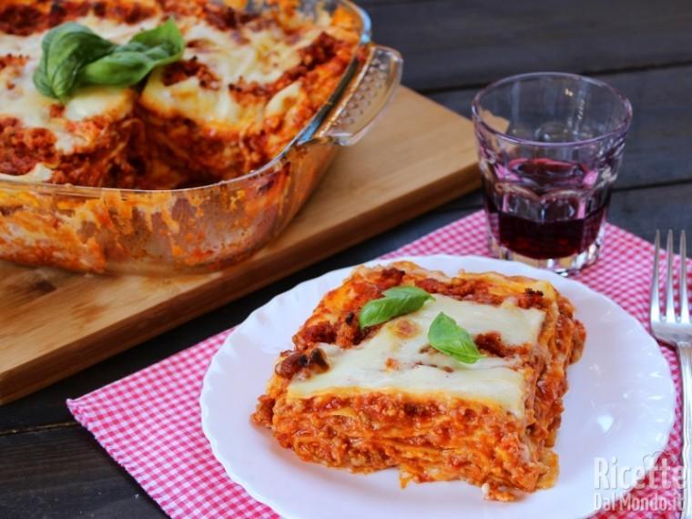 Ricetta Originale Lasagne Bolognesi.Lasagne Alla Bolognese Al Forno Ricettedalmondo It
