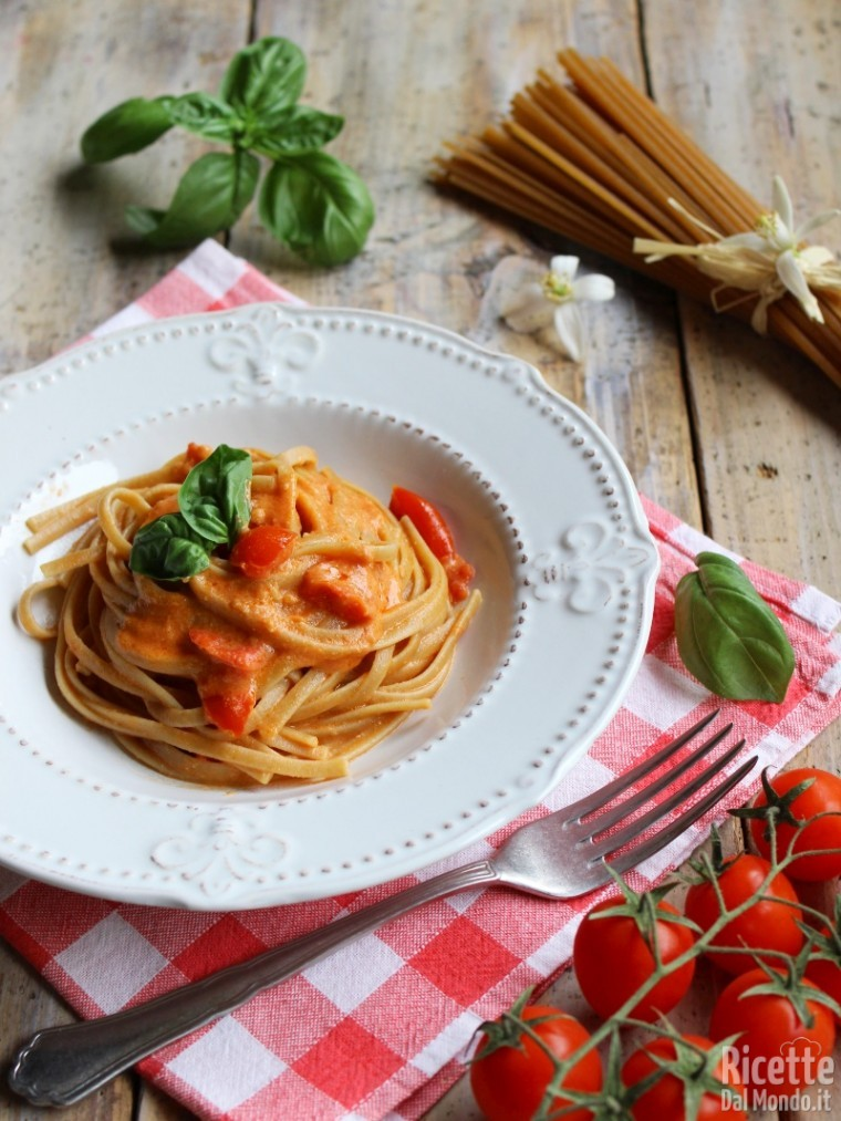 Come fare le linguine integrali con salsa rosa