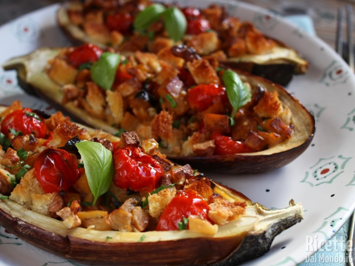 Ricetta Melanzane Vegetariana.Melanzane Ripiene Vegane Al Forno Ricettedalmondo It