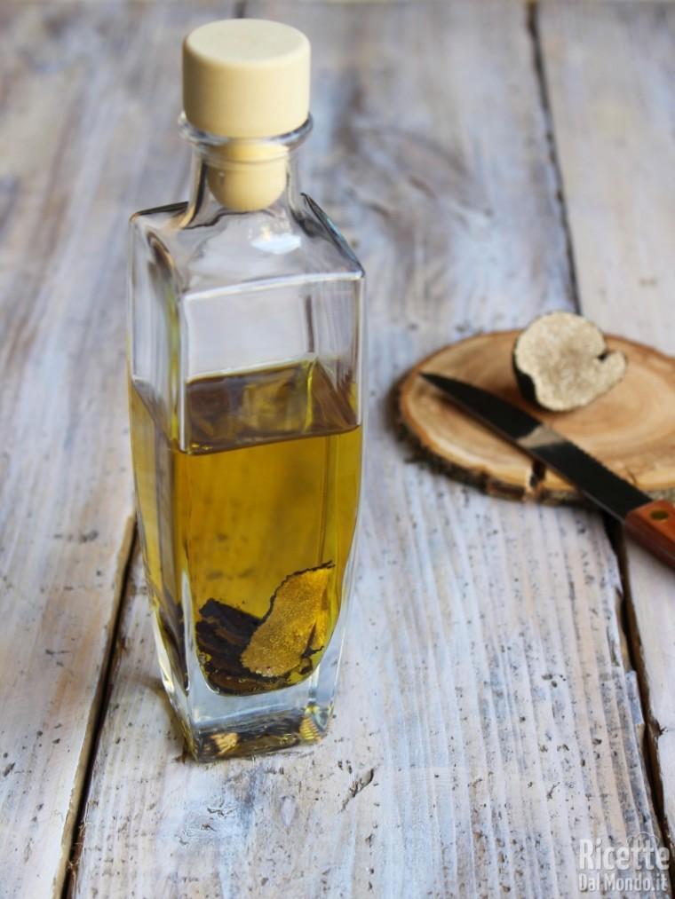 Olio al tartufo - olio aromatizzato | RicetteDalMondo.it