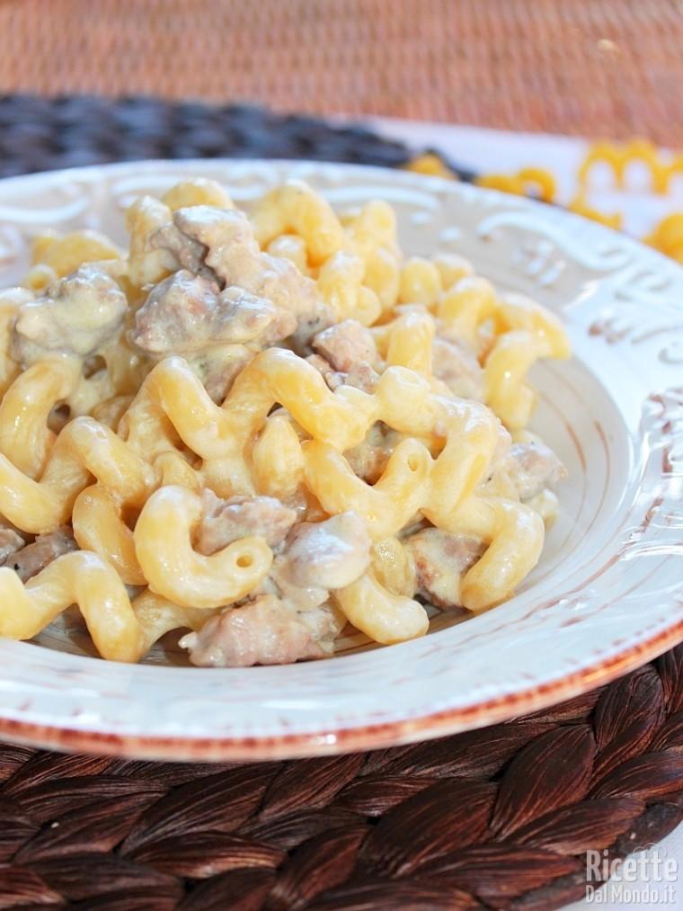 Pasta In Bianco Con Salsiccia Ricettedalmondo It
