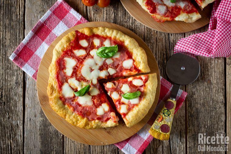 Ricetta Pizza In Padella.Pizza In Padella Ricetta Veloce E Senza Lievitazione