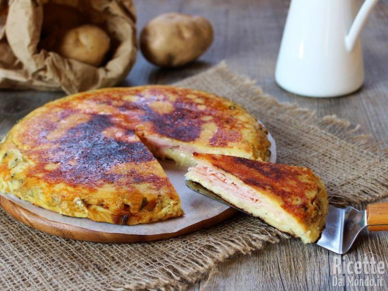 Ricetta Della Pizza Di Patate.Pizza Di Patate In Padella Farcita Ricettedalmondo It