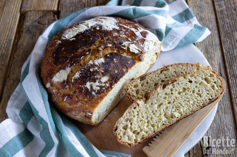 Pane in pentola con lievito madre