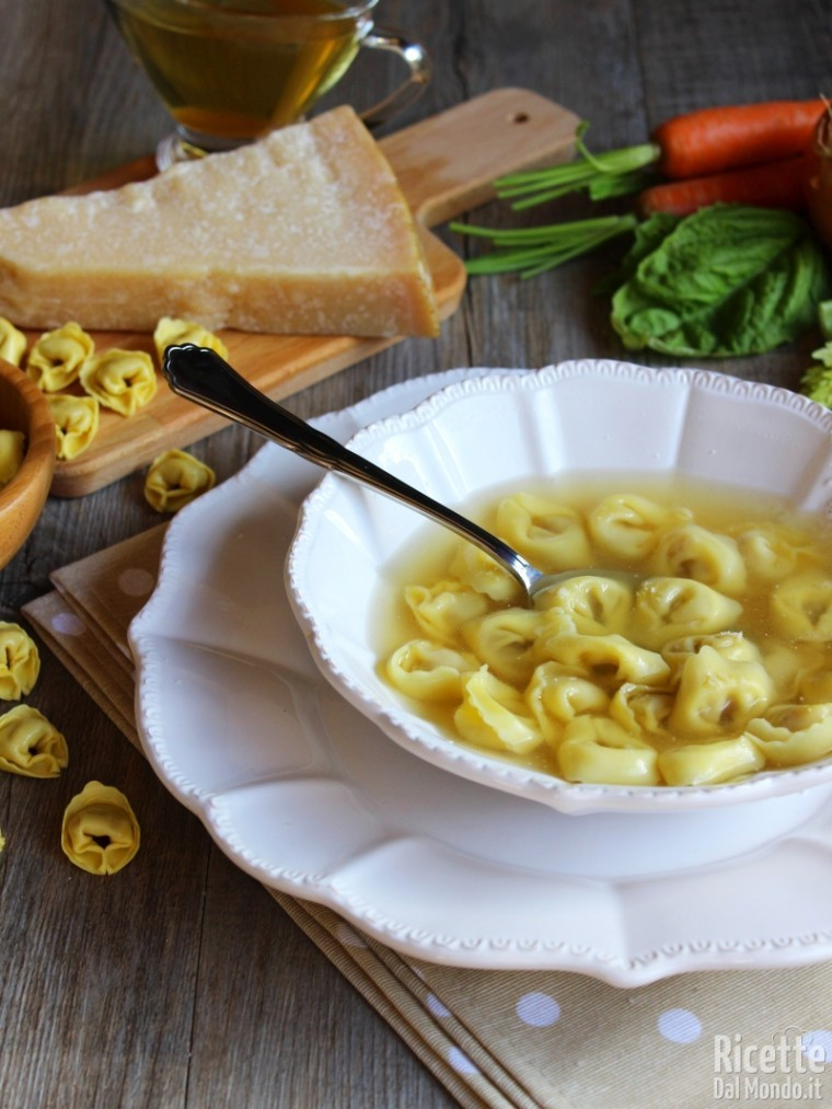 Come fare i tortellini in brodo