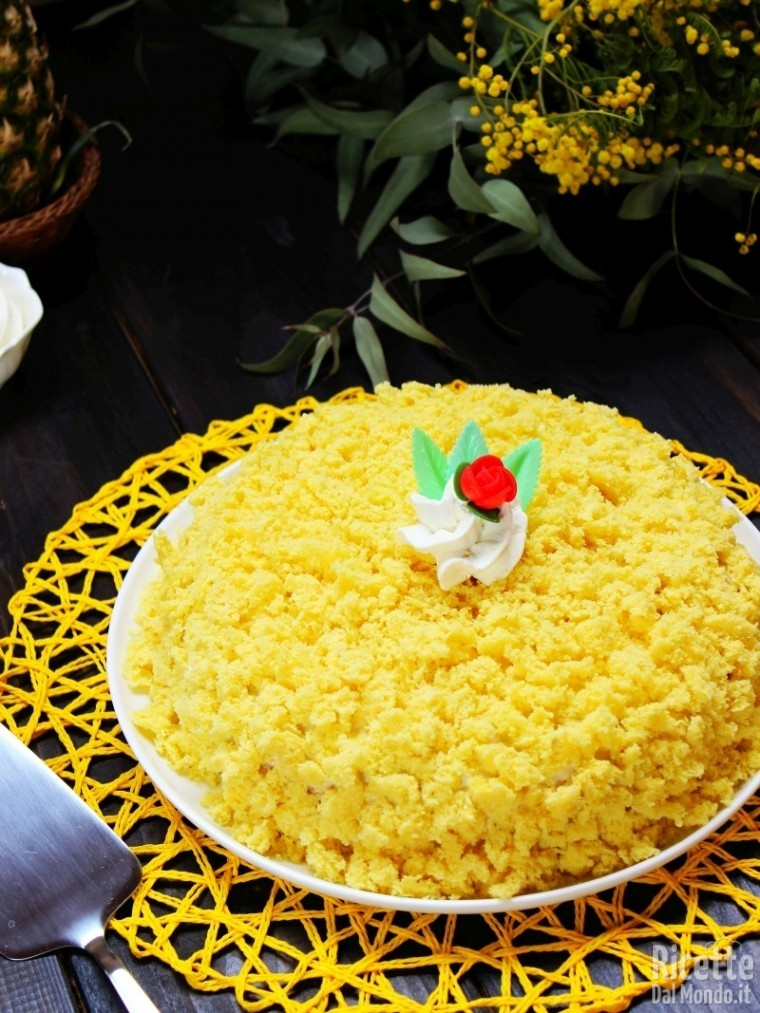 Torta mimosa all'ananas tradizionale