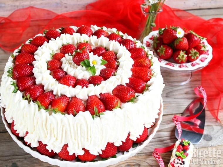 Torta Panna E Fragole Farcita Ricettedalmondo It